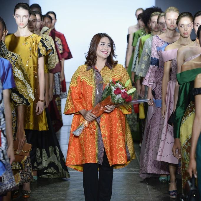 Kết quả hình ảnh cho 2019 Indonesia fashion week